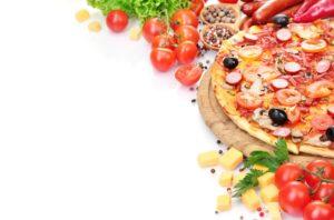 Пицца и овощи